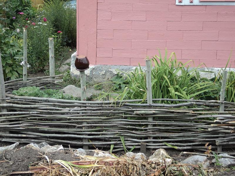 Идеи садовых заборов
