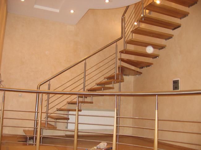 Когда следует выбирать материал для планируемой лестницы?