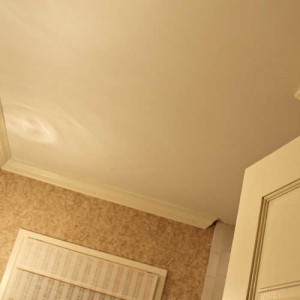 варианты ремонта потолка в ванной