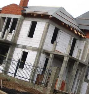 строительство монолитного загородного дома