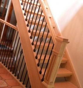 лестница в доме из бруса