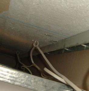 Монтируем электропроводку в подвесном потолке