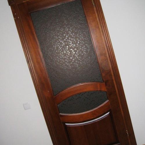 Как вставить стекло в межкомнатную дверь?