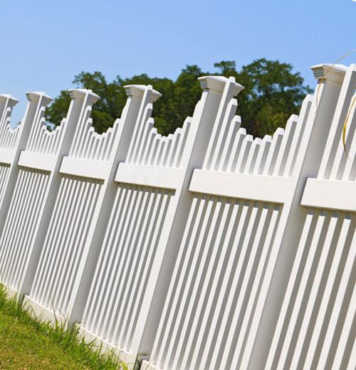Виды заборов для загородного дома