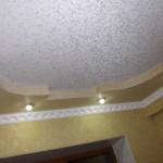 Чем покрасить потолок в комнате?