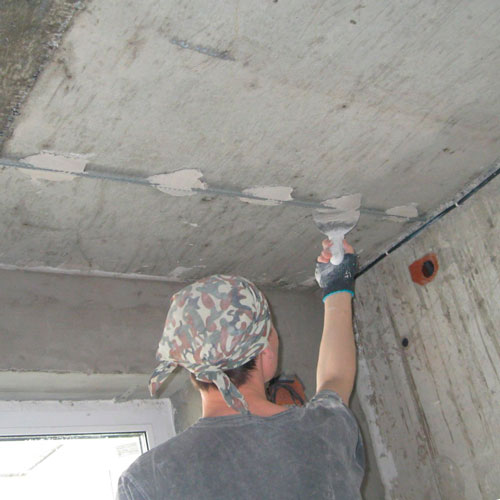 Особенности шпаклевки потолка своими руками