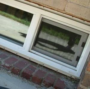 окна в подвале частного дома