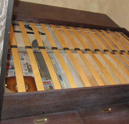 Деревянный подиум для кровати