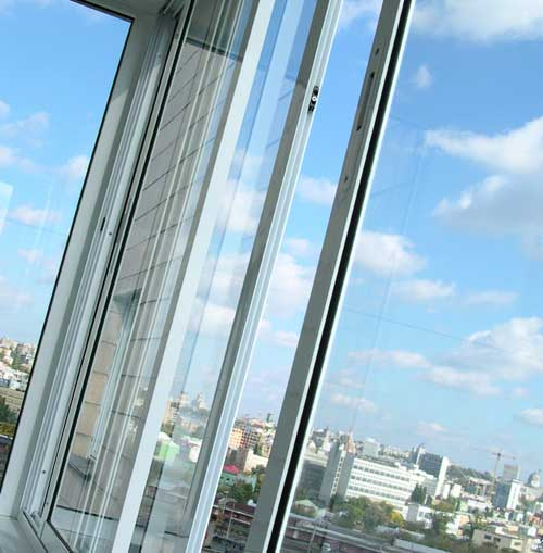 """Распашное остекление балконов алюминиевым профилем - """"kedr24."""