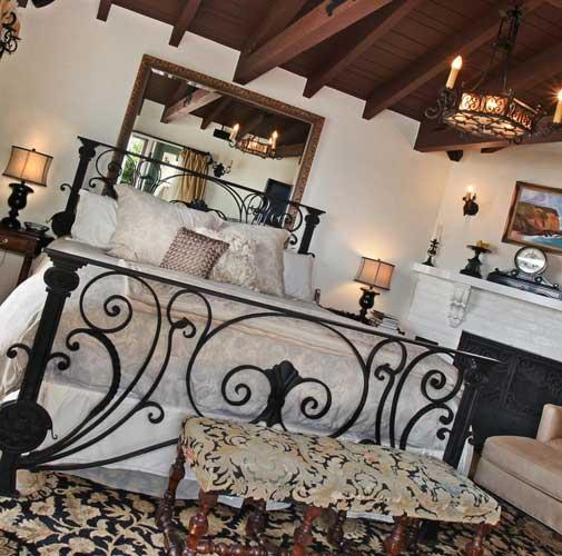 Дизайн спальни с большой кроватью