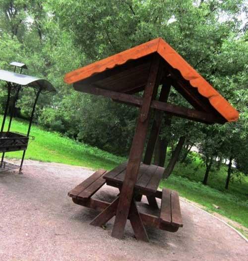 Площадка для пикников в саду