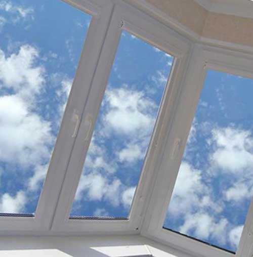 Два эффективных и бюджетных решения по остеклению балконов и лоджий