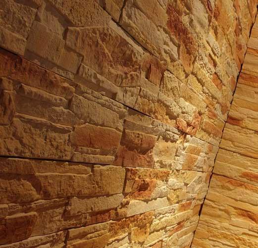 Декорирование стены искусственным камнем