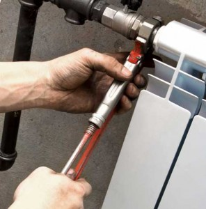 как подключить радиатор к стояку