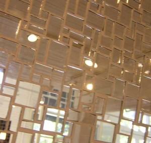 зеркальная плитка в интерьере ванной