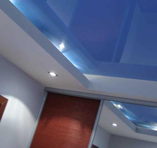 Идеальный потолок: преимущества натяжных систем