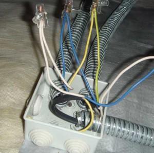 прокладка проводки в промышленном помещении
