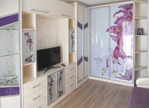 Встроенный шкаф-купе со стеклом