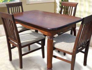 деревянные стулья в интерьере кухни